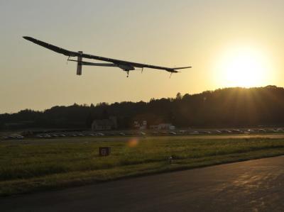 Nach einer zwei Monate langen Reise über 6000 Kilometer auf zwei Kontinenten kehrt das Sonnenenergie-Flugzeug in die Westschweiz zurück. Foto: Maxime Schmid