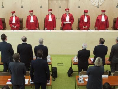 Der Zweite Senat des Bundesverfassungsgericht in Karlsruhe bei der Urteilsverkündung über das neue Wahlrecht für Bundestagswahlen. Foto: Uli Deck