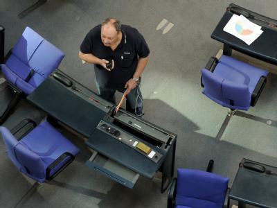 Arbeiten im Plenarsaal des Bundestages: Arbeiten müssen jetzt auch die Abgeordneten - an einem neuen Wahlrecht. Foto: Tim Brakemeier