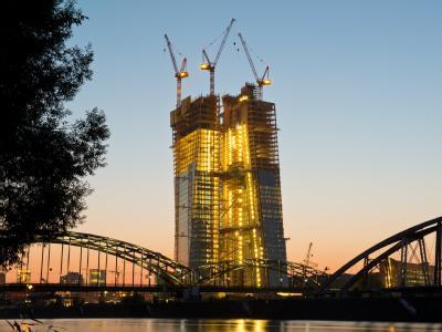 Ein bisschen Geld ist noch da: Der Neubau der EZB am Mainufer in Frankfurt. Foto: Boris Roessler