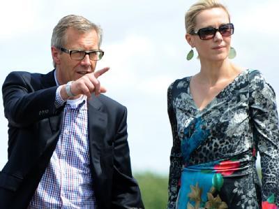 Der ehemalige Bundespräsident Christian Wulff und Ehefrau Bettina auf der Galopprennbahn in Langenhagen. Foto: Peter Steffen/Archiv