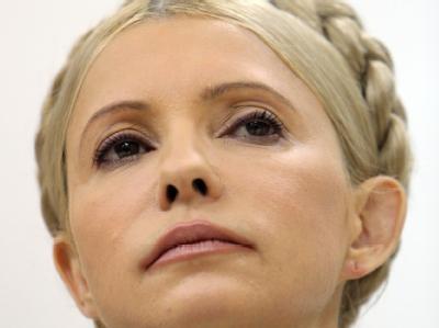 Die inhaftierte Ex-Ministerpräsidentin Timoschenko ist von der Opposition als Spitzenkandidatin für die Parlamentswahl aufgestellt worden. Foto: Igor Vorobyov