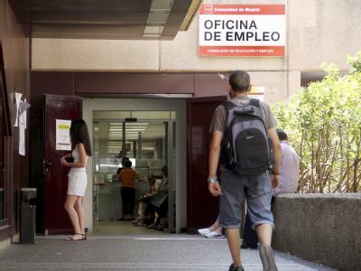 Arbeitslose vor einer Arbeitsagentur in Madrid: In der Eurozone waren noch nie so viele Menschen ohne Job. Foto: Beatriz Velardiez