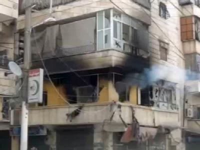 Der Ausschnitt aus einem Video Ugarit News zeigt eine zerstörte Häuserfront in Aleppo (Syrien). Foto: Ugarit News dpa