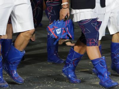 Die tschechischen Athleten leisteten sich eine kleine Spitze in Richtung der Briten. Wegen des typisch englischen Wetters zogen sie sich Gummistiefel bei der Eröffnungsfeier an. Foto: Michael Kappeler