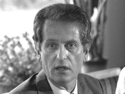 Bis heute rätseln Ermittler, ob Barschel sich wenige Wochen nach seinem Rücktritt als Kieler Regierungschef selbst umbrachte oder ermordet wurde. Foto: Carsten Rehder