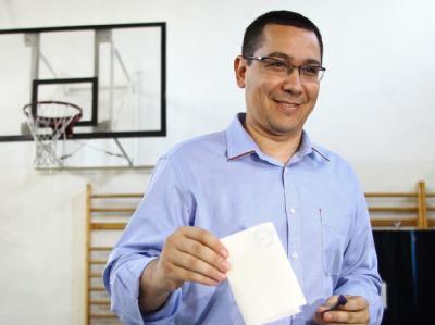 Ministerpräsident Ponta bei der Stimmabgabe zum Referendum. Foto: Mihai Barbu