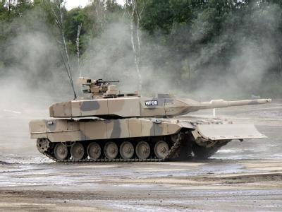 Das Emirat Katar hat Interesse an deutschen Leopard-2-Panzern signalisiert.Foto:Clemens Niesner