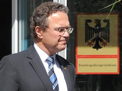 Bundesinnenminister Hans-Peter Friedrich nach der Amtseinführung des neuen Bundespolizeipräsidenten. Foto: Bernd Settnik