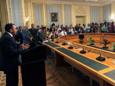 Der ägyptische Ministerpräsident Hischam Kandil stellt sein Kabinett aus Technokraten, Islamisten und Wunschkandidaten des mächtigen Militärs vor. Foto: Khaled Elfiqi