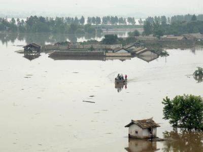 Die Fluten haben Teile der Stadt Anju City an der Westküste verschlungen. Foto: KCNA