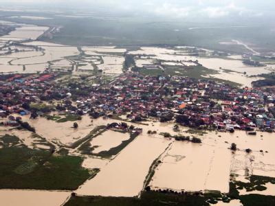 Heftige Monsunregen haben die nördlichen Inseln seit dem vergangenen Wochenende unter Wasser gesetzt. Foto: Jay Morales/ Malacanang Photo Bureau