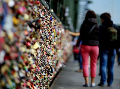 Liebesschlösser an der Kölner Hohenzollernbrücke. Foto: Oliver Berg