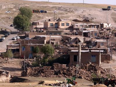 In dem Dorf im Nordwesten des Irans steht nach dem Erdbeben kaum noch ein Haus. Foto: Abedin Taherkenareh