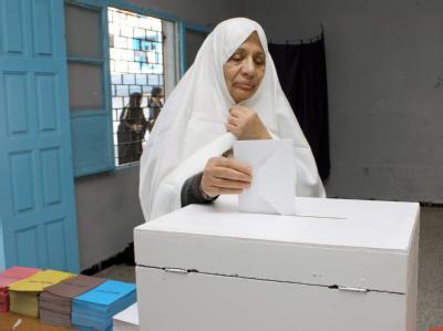 Unter emanzipierten tunesischen Frauen geht die Angst um. Eineinhalb Jahre nach der Revolution bangen sie mehr denn je um ihre Rechte. Foto: epa