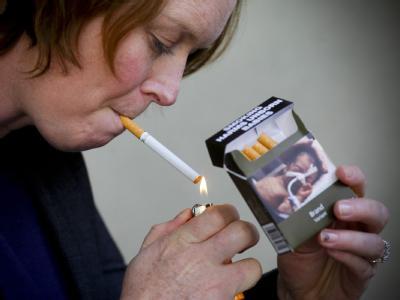 Raucherin in Australien