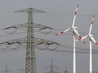 Windr�der und Strommasten