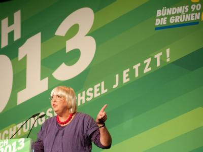 Die Vorsitzende von Bündnis 90/Die Grünen, Claudia Roth, spricht auf dem Sonderparteitag ihrer Partei in Berlin. Foto: Sebastian Kahnert