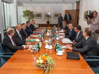 Griechenlands Regierungschef Antonis Samaras sagt der EZB zusätzliche Reformen zu. Foto: Andreas Varnhorn