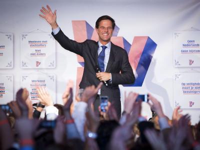 Der niederländische Ministerpräsident Mark Rutte feiert seinen Wahlsieg. Foto: Evert-Jan Daniels
