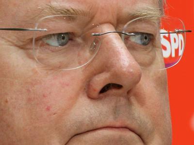 Der SPD-Kanzlerkandidat Steinbrück will Informationen zu seinen Honorar-Vorträgen so schnell und umfassend wie möglich offenlegen. Foto: Wolfgang Kumm