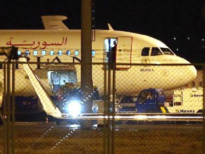 Die zur Landung in der Türkei gezwungene syrische Passagiermaschine soll Raketensprengköpfe geladen haben. Foto: Cem Oksuz