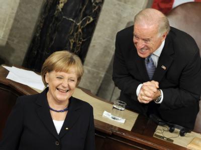 Voller Begeisterung: US-Vizepräsident Joe Biden nach der Rede von Bundeskanzlerin Angela Merkel im Kapitol in Washington.