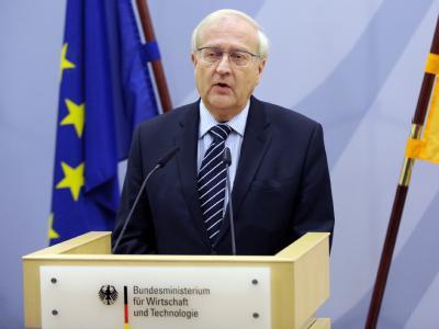 Bundeswirtschaftsminister Rainer Brüderle äußert sich zu der Entscheidung von General-Motors, Opel doch nicht zu verkaufen.