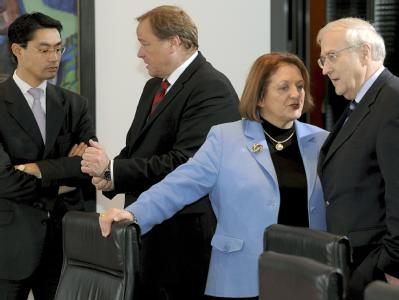 Die Minister Rösler, Niebel, Leutheusser-Schnarrenberger und Brüderle am Kabinettstisch im Bundeskanzleramt.