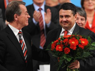 Glückwünsche von Vorgänger Franz Müntefering für den neuen SPD-Vorsitzenden Sigmar Gabriel.