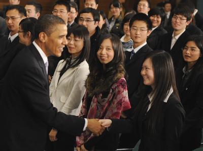 Lächeln und Händeschütteln: Barack Obama nach seinem Treffen mit chinesischen Studenten.