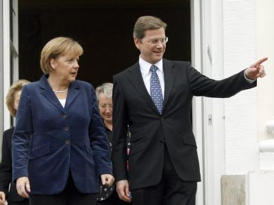 Gemeinsame Richtung gefunden? Bundeskanzlerin Angela Merkel und Außenminister Guido Westerwelle im Gästehaus der Bundesregierung.