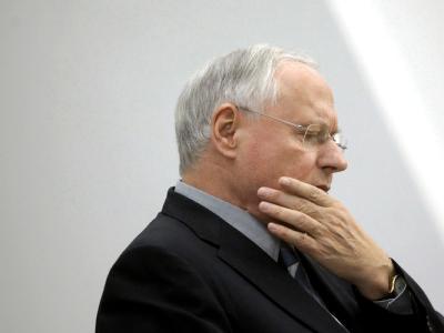Linke-Chef Oskar Lafontaine hat seine Krebsoperation nach Parteiangaben gut überstanden.