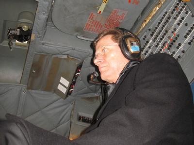Bundesaußenminister Guido Westerwelle auf dem Flug nach Afghanistan.