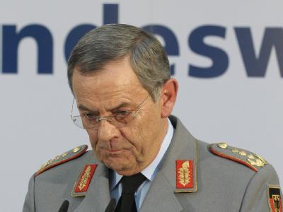 Zurückgetreten: Der Generalinspekteur der Bundeswehr, Wolfgang Schneiderhan, übernimmt die Verantwortung für die Informationspanne (Archivfoto).