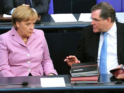 Bundeskanzlerin Merkel und Arbeitsminister Franz Josef Jung im Bundestag.