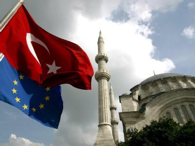 Die Türkei hat die Forderung nach einer visafreien Einreise ihrer Bürger in die EU bekräftigt.