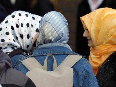 Türkische Schülerinnen: Die CDU/CSU will eine Deutsch-Pflicht für Zuwanderer einführen.
