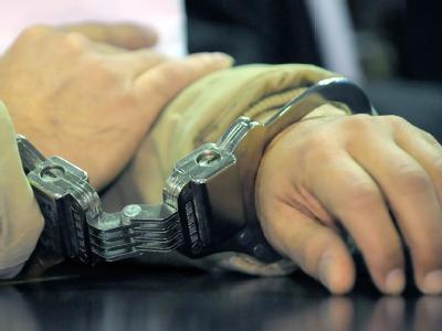 Bei den festgenommenen handelt es sich um sechs Frauen und zwei Männer. Sie sollen Selbstmordattentate geplant haben (Symbolbild).
