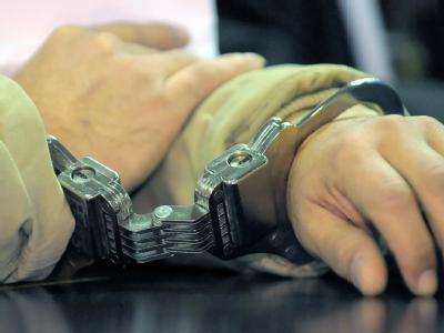 Die blutige Messerattacke eines Islamisten auf Polizisten in Bonn war nach Ansicht der Ermittler ein gezielter dreifacher Mordversuch. Ein Richter erließ Haftbefehl und schickte den 25-Jährigen in U-Haft. Foto: Ronald Wittek/Symbolbild