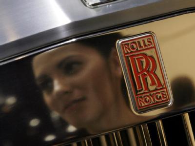 Nichts für Normalverdiener: eine blankpolierte Rolls Royce-Kühlerhaube.