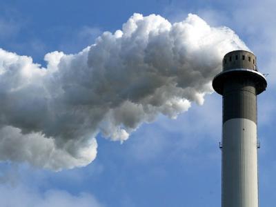 Der Schornstein soll wieder rauchen: Die Bundesregierung berät mit Wirtschaftsverbänden und Gewerkschaften über die Herausforderungen in den kommenden Jahren.