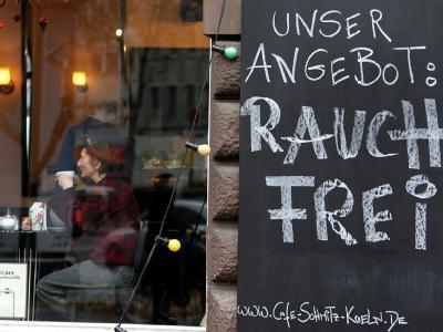 Rauchfreies Cafe in Köln: Der Nichtraucherschutz in Gaststätten bleibt ein Streitthema. (Symbolbild)