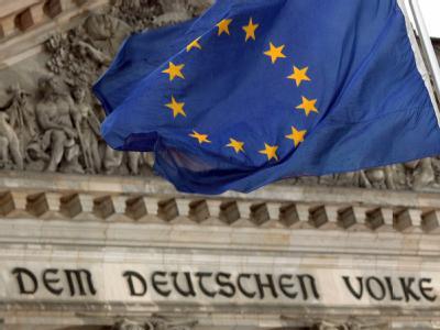 EU-Fahne vor dem Reichstag