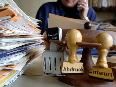 Im öffentlichen Dienst bahnen sich schwierige Tarifverhandlungen an. Foto: Armin Weigel/ Symbol
