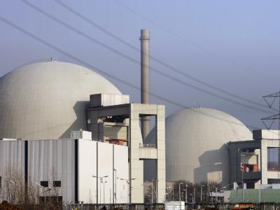 Die Reaktorgebäude A und B des Kernkraftwerks im südhessischen Biblis.