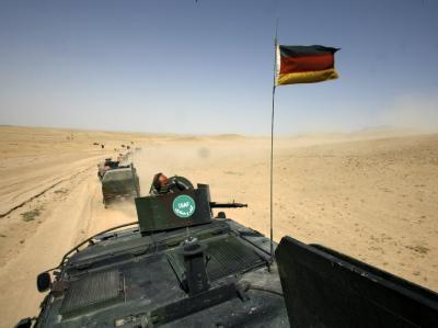 Kolonne der deutschen schnellen Eingreiftruppe bei Masar-i-Scharif (Archivfoto vom 1.7.2008).