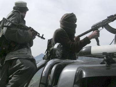 Taliban in Pakistan (Archivbild): Bei einem erneuten Angriff der Islamisten auf einen Kontrollposten verloren mindestens 20 Menschen ihr Leben.