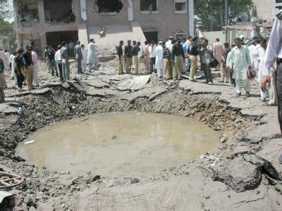 Ort des Anschlags im pakistanischen Lahore: Die radikal-islamischen Taliban haben sich zu dem verheerenden Attentat bekannt.