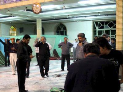 Nach dem Anschlag: Blick ins Innere der Amir al-Momenin-Moschee.